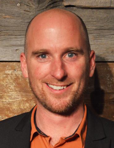 Martin Vallières Coordonnateur - En affaires avec les Cercles  Tel.: 418-827-5256 poste 0 martin@cerclesdempruntdecharlevoix.org